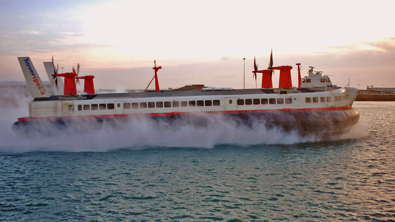 Petition to save last cross channel hovercraft nears 20k signatures